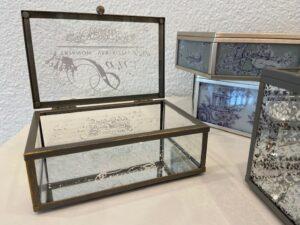 Sklo a kov,  krabička, šperkovnice, 570,-