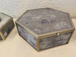 Větší romantická dózička na dívčí poklady, sklo, kov, 960,-